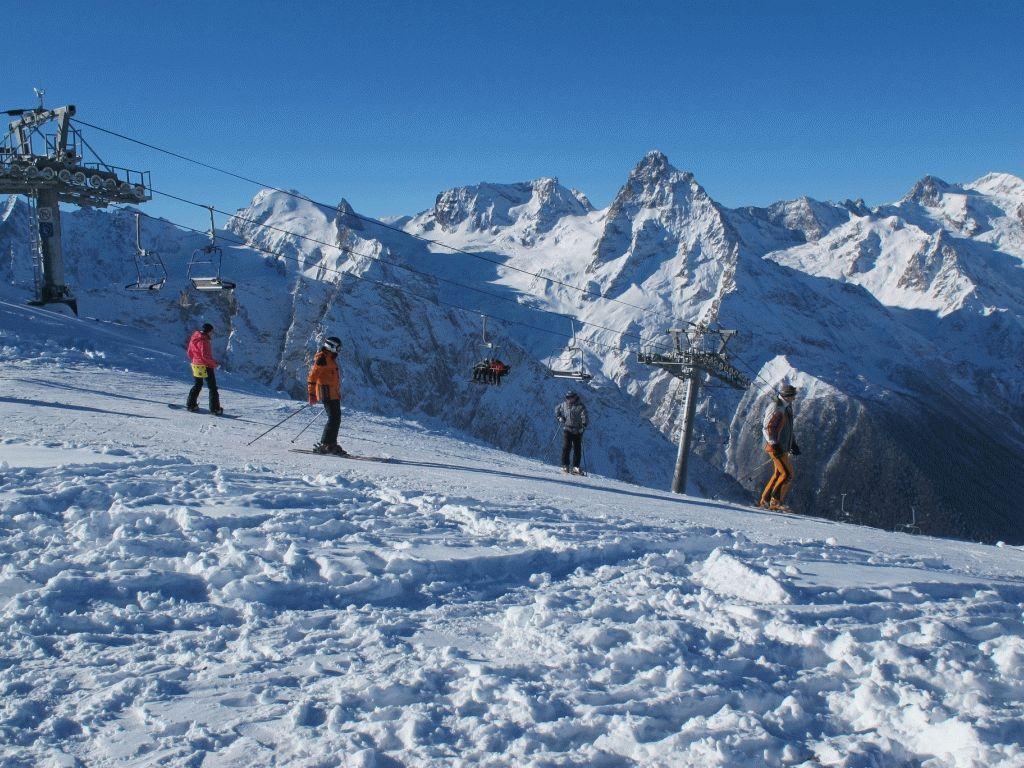 Где в России дешевле всего покататься на горных лыжах