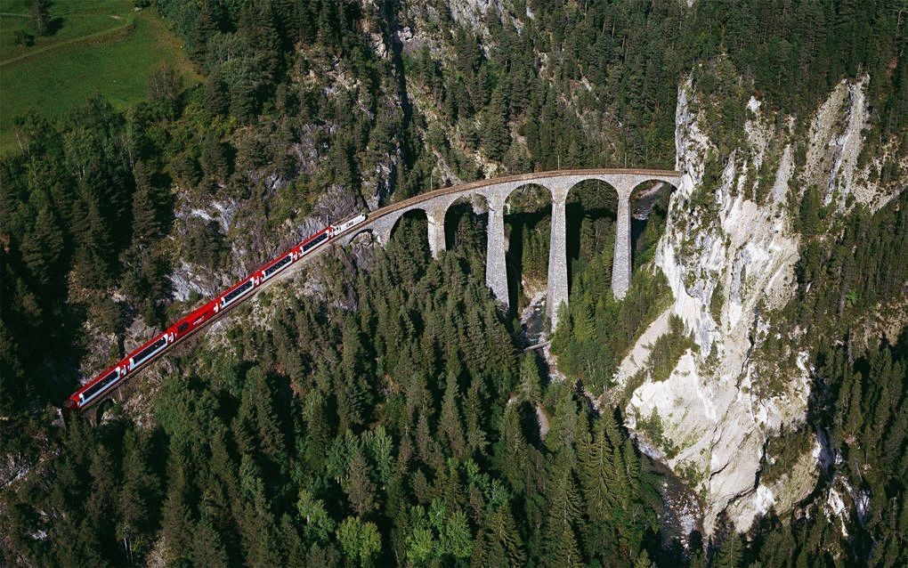 Bernina-Railway-Track-Through-Mountains