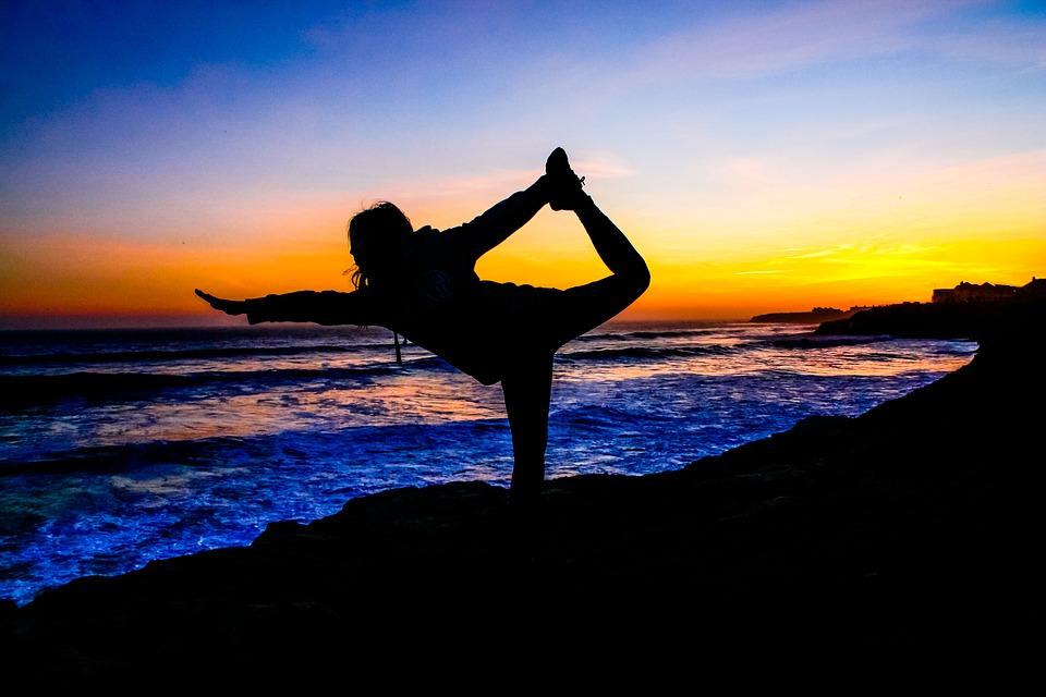 Йога на берегу Тихого океана