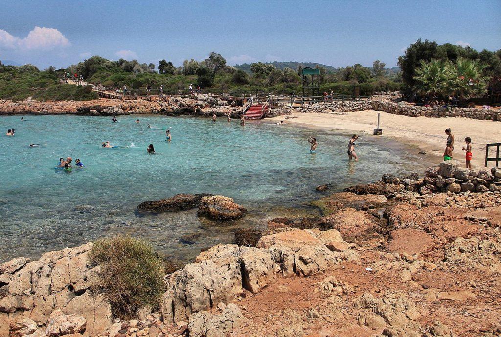 Пляж с прозрачной водой