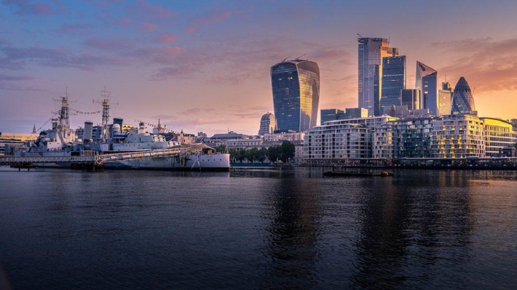 Панорама набережной Темзы