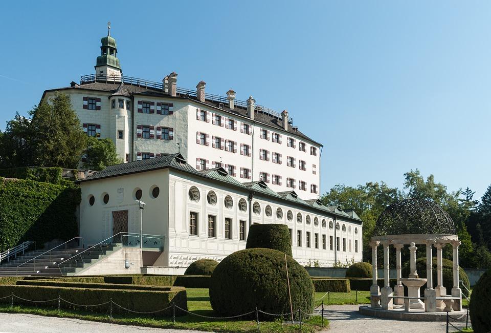 Замок в Инсбруке