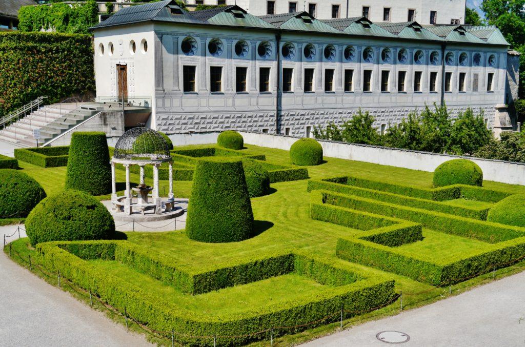 Сад около дворца