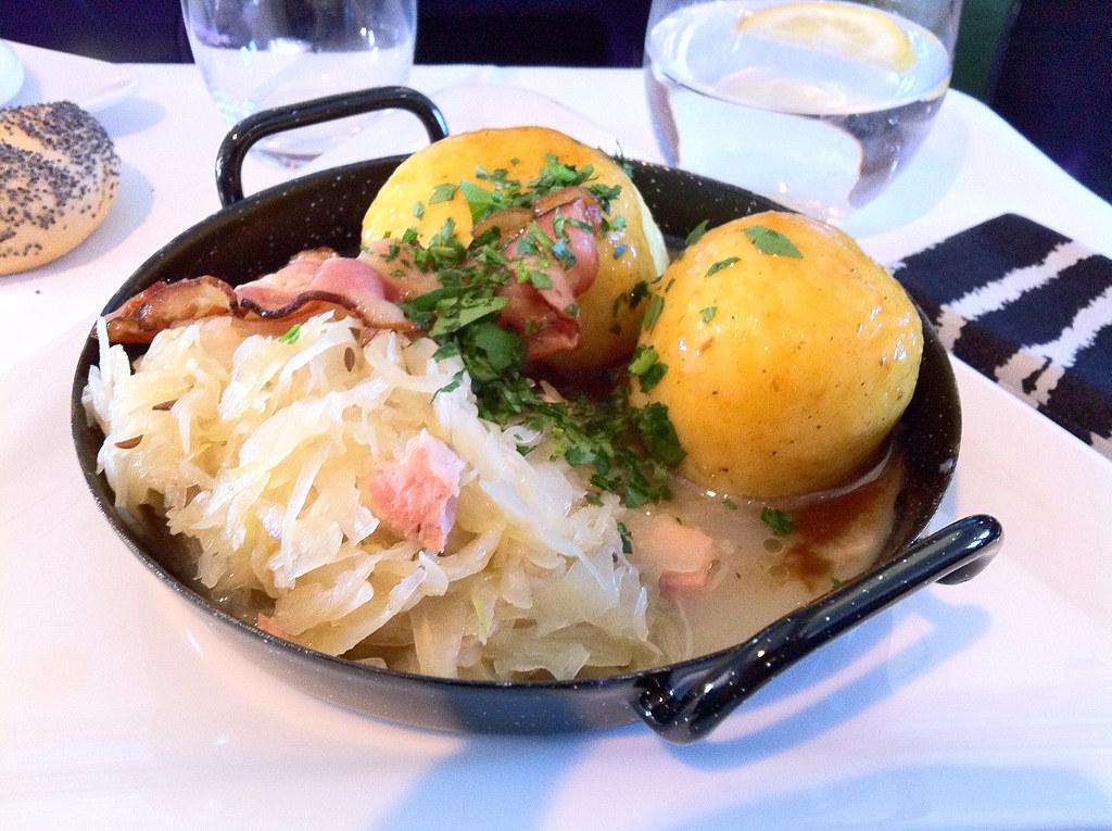 Австрийский картофельный кнодль с капустой