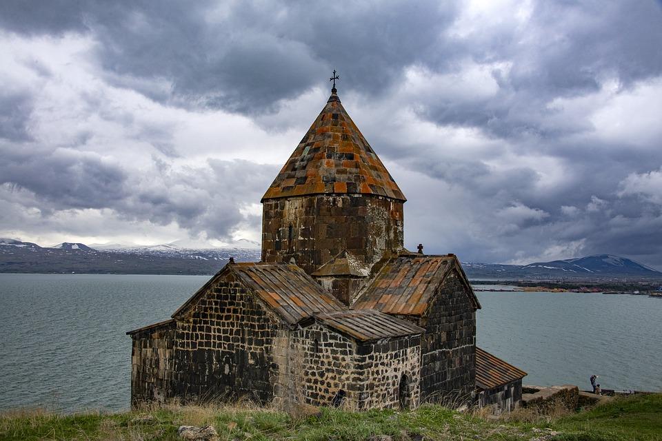 Берег озера Севан