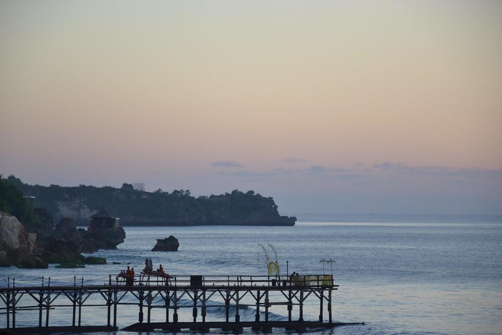 Скалы Бали на закате